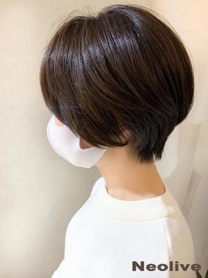 頭の形をよく見せるショート N