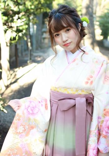 卒業記念に袴を着てお写真を。。*