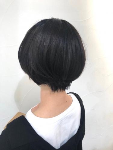 クセ毛でも縮毛矯正で鎖骨下からばっさりショート