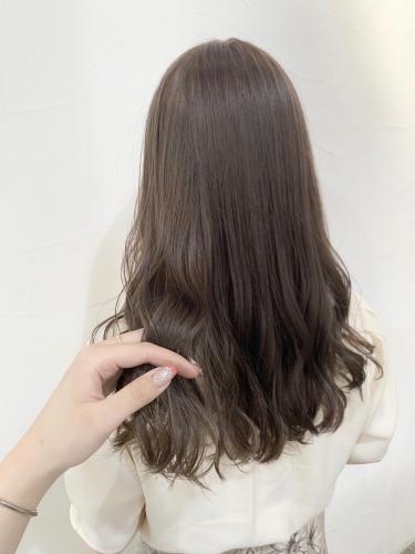 ミルクティーベージュのゆるふわロング☆高田馬場 美容室 酸熱 髪質改善トリートメント