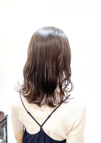 オリーブベージュで仕上げた大人可愛いミディアム☆高田馬場 美容室 酸熱 髪質改善トリートメント
